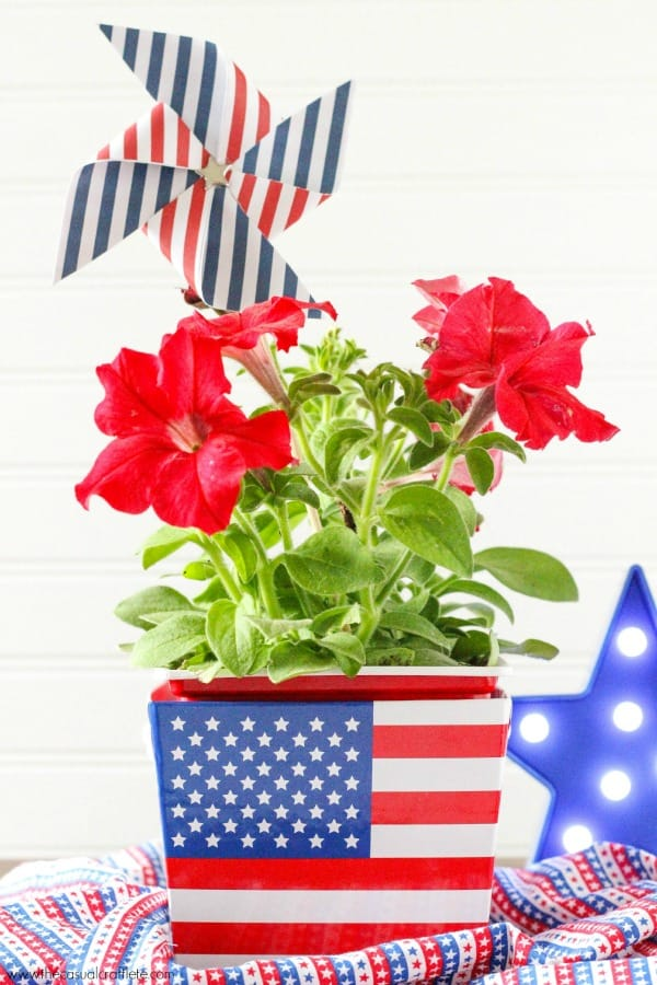 Easy-DIY-Patriotic-Red-White-and-Blue-Fourth-of-July-Floral-Arrangement-