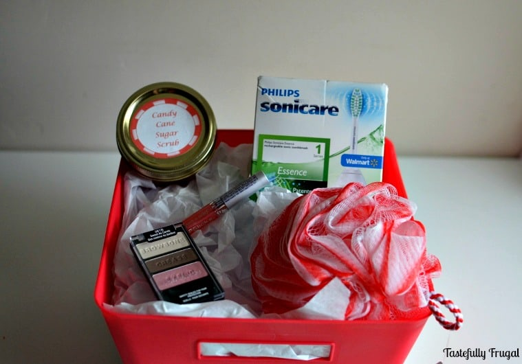 5 Minute Candy Cane Sugar Scrub & More Beauty Gift Basket Ideas | Tastefully Frugal ad #GiftOfPhilips #CollectiveBias