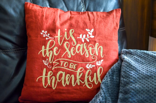 This Thanksgiving Pillow is SO easy to make thanks to the Cricut Maker and Easy Press #cricutmade