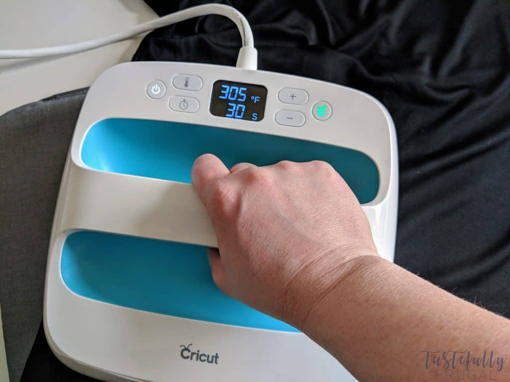 These workout tees are so fun and easy to make with the new Cricut SportFlex Iron on #ad #CricutMade #CricutStrongBond
