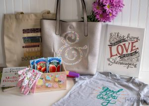 5 Quick, Easy & Affordable Mother's Day Gift Ideas w/ Cricut Iron On Designs #ad #cricutmade #Cricutironondesigns